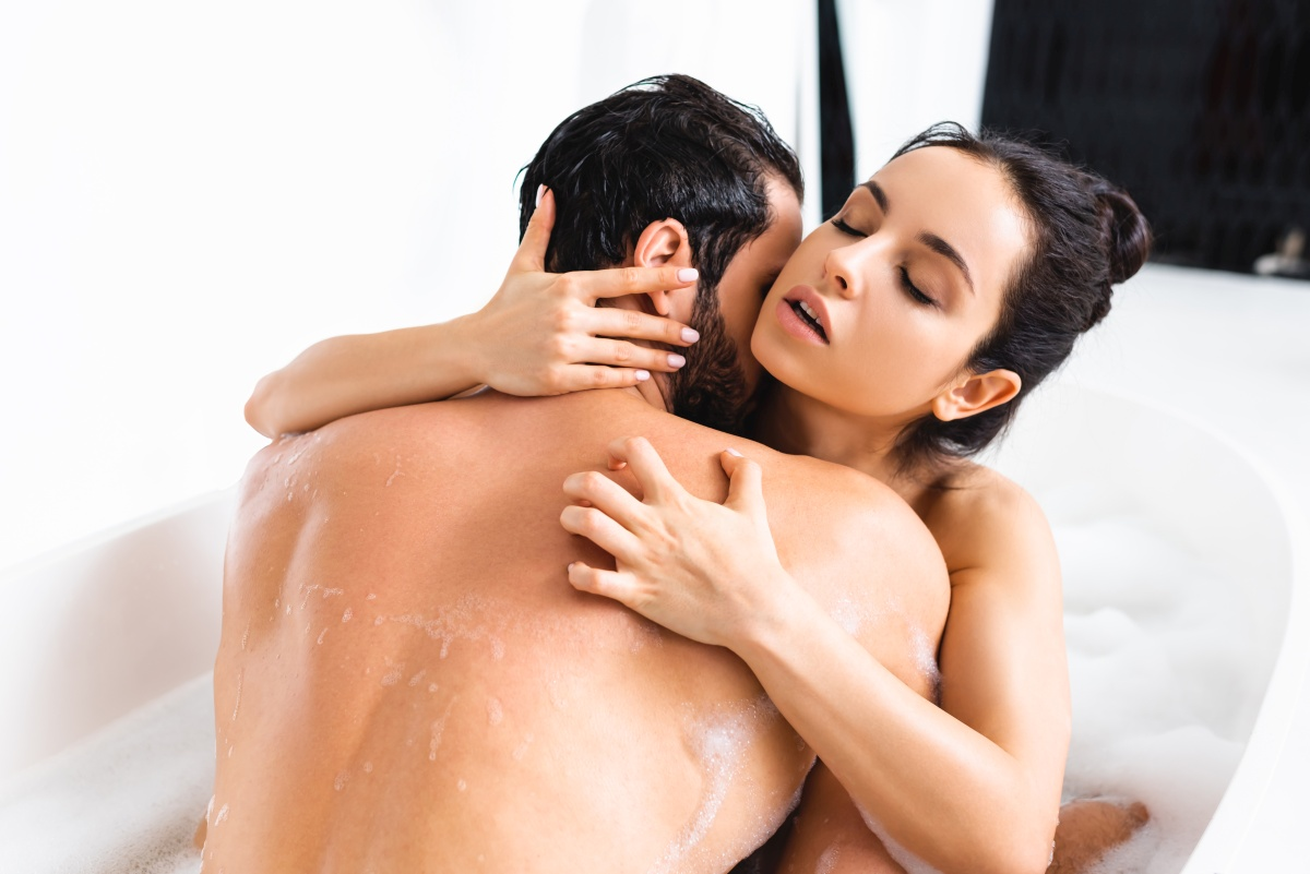 Najlepsze pozycje do seksu w wodzie